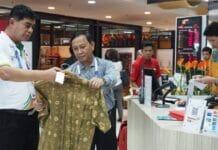 Atlet dan Official Asian Games Buru Cinderamata Khas Nusantara di Smesco